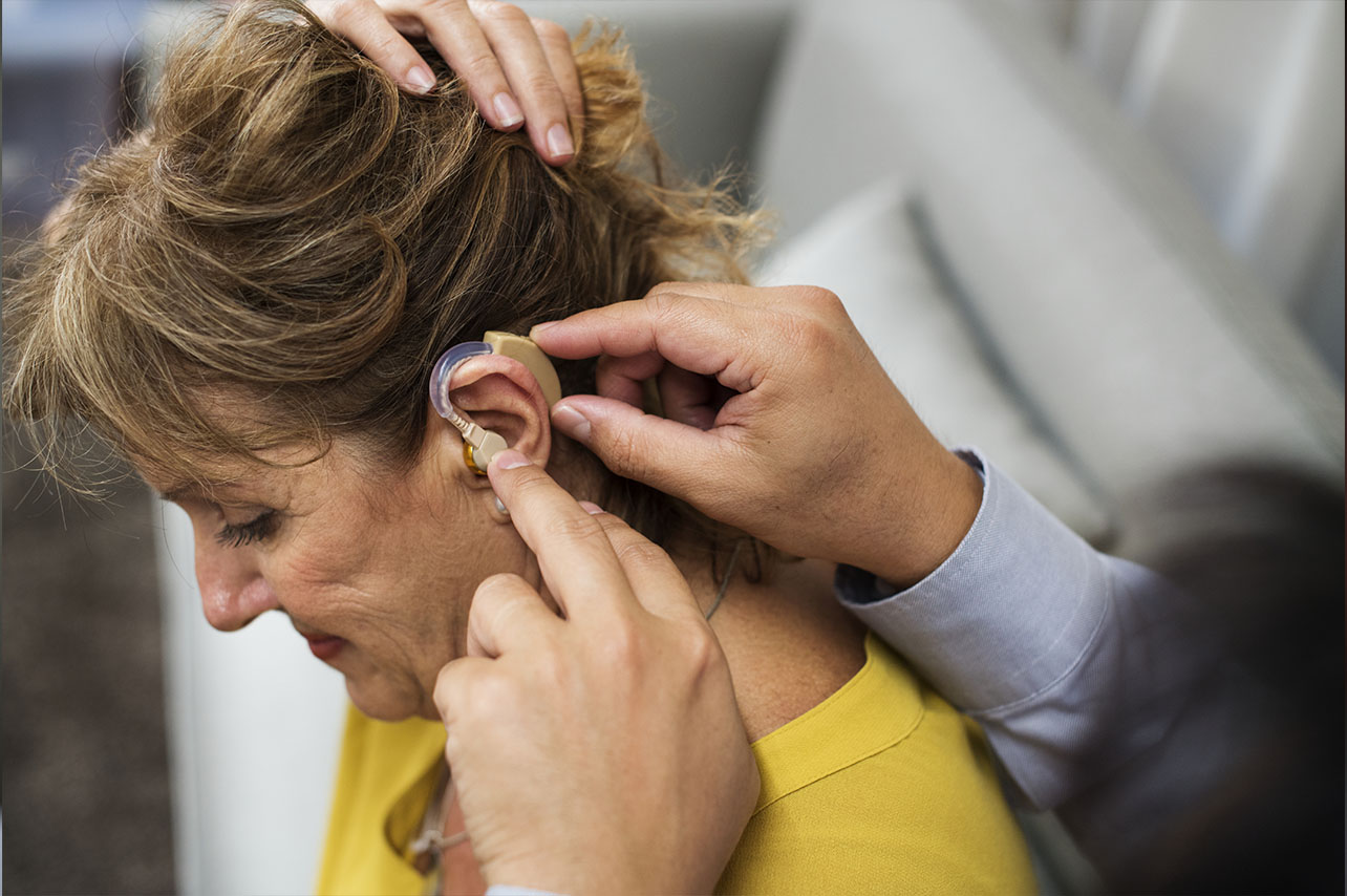 Aparat słuchowy <br>dla seniora